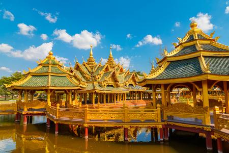 iluminados: Pabellón del Iluminado en la antigua Siam en Bangkok, Tailandia BANGKOK, Tailandia - 30 de diciembre de 2015: Pabellón del Iluminado, antigua Siam es un parque construido bajo el patrocinio de Lek Viriyaphant y la difusión de más de 0,81 km2 en forma de explosión