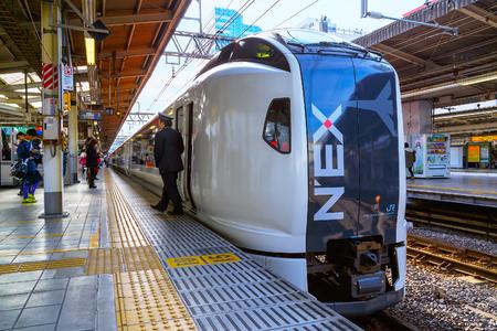 treno espresso: TOKYO, JAPAN - NOVEMBER 29 2015: Narita Express is a limited express train serves Narita International Airport from various Greater Tokyo Area stations Editoriali