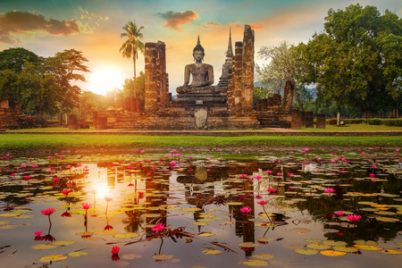 Wat Mahathat Temple at Sukhothai Historical Park, a UNESCO World Heritage Site in Thailand 版權商用圖片