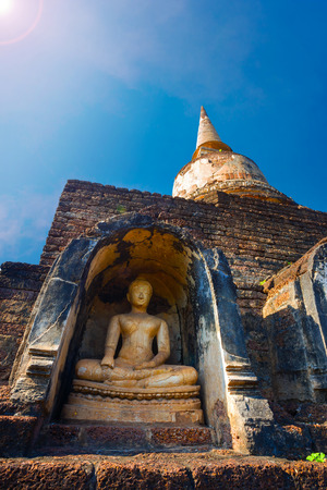 chang: Wat Chang Lom Temple at Si Satchanalai Historical Park, a UNESCO world heritage site in Sukhothai, Thailand   SUKHOTHAI, THAILAND - JANUARY 17 2017: Wat Chang Lom Temple at Si Satchanalai Historical Park, a UNESCO world heritage site