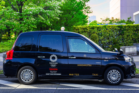 TOKYO, JAPAN - APRIL 20 2018: New model of Japanese Taxi called JPN Taxi prepares for Olympic 2020 tourism boom with accessible cabs and international drivers 에디토리얼
