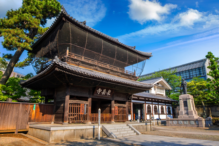 TOKYO, JAPAN - APRIL 20 2018: Sengakuji Temple famous for its graveyard where the 47 Ronin are buried. The story of the 47 loyal ronin remains one of the most popular historical stories in Japan 報道画像