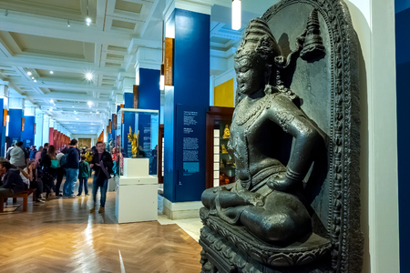 LONDON, UNITED KINGDOM - MAY 12 2018: Gallery of China and South Asia at British Museum - a public institution dedicated to human history, art and culture it's one of the largest and most comprehensive museums 版權商用圖片 - 108015202