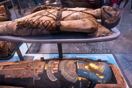 LONDON, UNITED KINGDOM - MAY 12 2018: Acient Egypt Gallery at British Museum - a public institution dedicated to human history, art and culture it's one of the largest and most comprehensive museums 版權商用圖片 - 108015293
