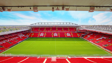 Liverpool, Verenigd Koninkrijk - 17 mei 2018: Anfield Stadium, de thuisbasis van Liverpool Fc met een capaciteit van 54.074 zitplaatsen, waardoor het het zesde grootste voetbalstadion in Engeland is