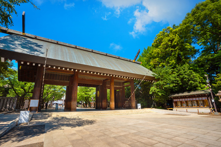 Tokyo, Japan - April 28 2018: Yasukuni shrine is a Shinto shrine in Tokyo founded by Emperor Meiji and commemorates anyone who had died in service of the Empire of Japan 報道画像