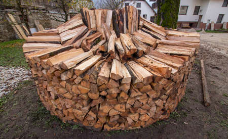 last stages of round wood pile Imagens - 124689831