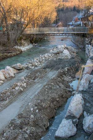 gravel road in river channel Imagens
