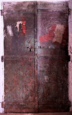 old rustic iron door Imagens