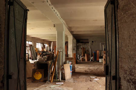 messy hall in old building through door Imagens - 124690759