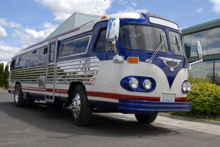convey: retro bus converted to a motor home