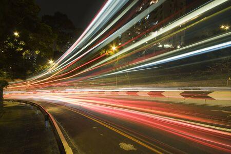 le trafic en centre-ville dans hong kong nuit