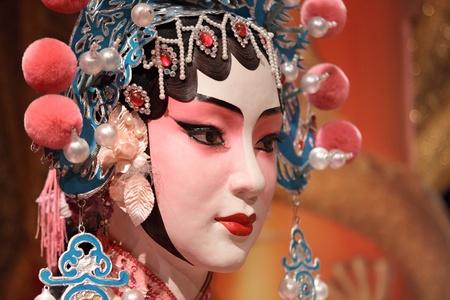 cinese fittizio opera e panno rosso come lo spazio del testo, è un giocattolo, non l'uomo reale