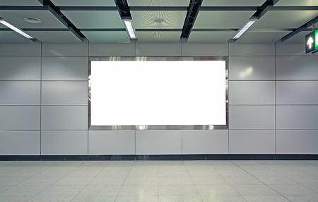blank billboard: Werbung leer in einem modernen Geb�ude