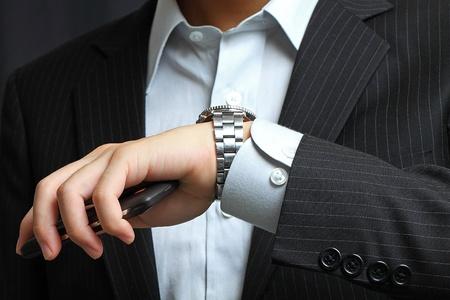 mannen hand met een horloge.