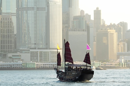 habour: Chinese sailing ship in Hong Kong Victoria Habour