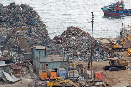 siderurgia: reciclaje de chatarra patio de días en Hong Kong Editorial