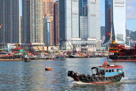 Traditional Chinese fishing junk in Victoria Harbor, Hong Kong  Stock Photo - 12116737