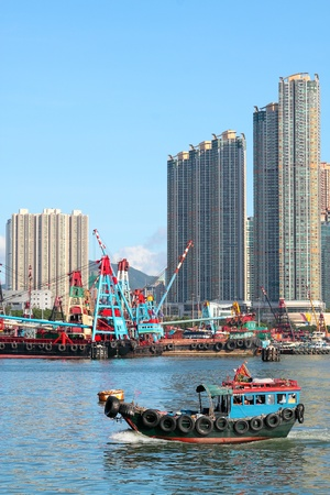 Traditional Chinese fishing junk in Victoria Harbor, Hong Kong  Stock Photo - 12116743