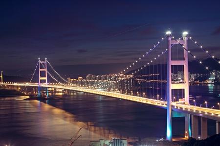 Beautiful night scenes of Tsing Ma Bridge in Hong Kong.  Imagens