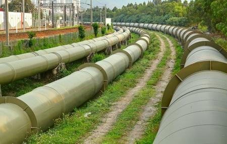 Industrie pétrolière et gazière à l'extérieur au jour
