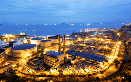 Glow light of petrochemical industry, Hong Kong Editorial