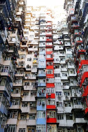 Oude appartementen in Hong Kong op dag