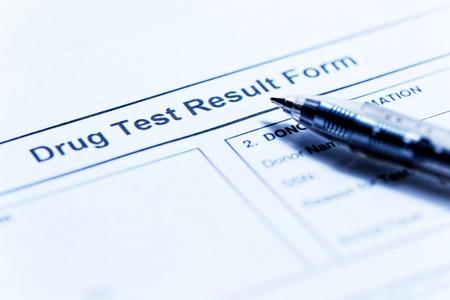 Drug test blank form with pen Standard-Bild