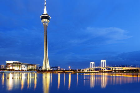 Urban landscape of Macau with famous traveling tower under sky near river in Macao, Asia. Standard-Bild