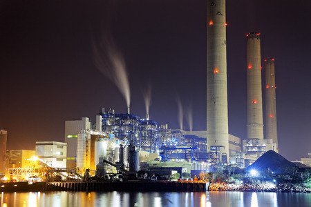 煙、香港、夜の発電所