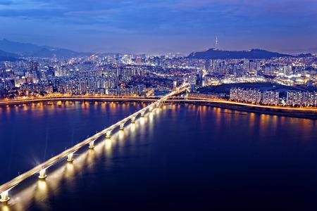 Seoul Tower and Downtown skyline at night, South Korea Standard-Bild