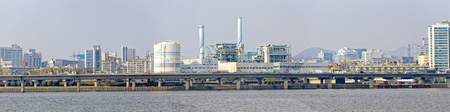 industria quimica: Estación de energía de Corea en el día