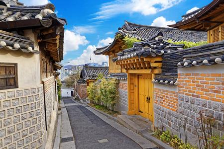 서울, 한국에서 북촌 한옥 역사 지구 골목 스톡 콘텐츠