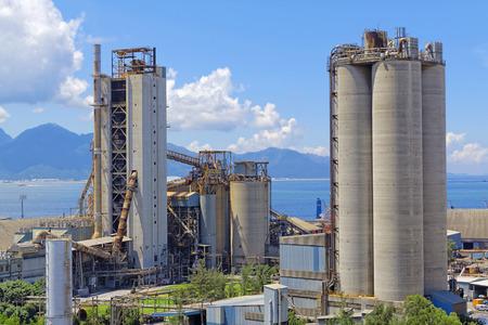 cemento: planta de cemento en el día, Hong Kong