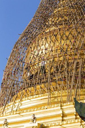 pile dwelling: Renovation of temple in myanmar ( Burma ) after earthquake