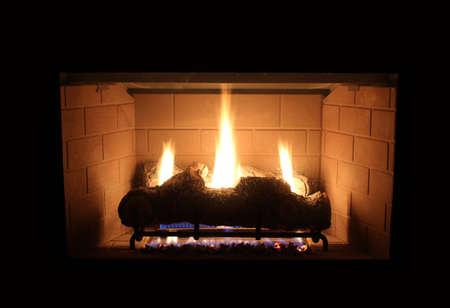 chemin�e gaz: foyer au gaz moderne Banque d'images