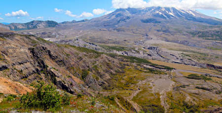 helens: Mount st Helens with Spirit Lake
