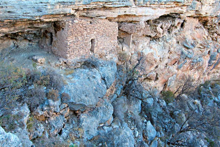 the dwelling: Montezuma Well native american indian cliff dwelling ruins Stock Photo