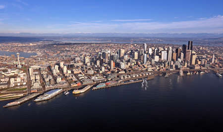 Aerial view of downtown Seattle Stock Photo - 24200008