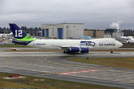 seahawks: EVERETT - 31 de enero Boeing desvela Seattle Seahawks 747 avi�n en la celebraci�n de los Halcones Marinos de ir al Super Bowl, el 31 de Ene de 2014 en Everett, Washington Editorial