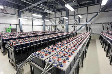 bateria: Sousse, Túnez - 18 de noviembre 2014: FIAMM suministra baterías industriales de carga profunda