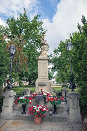 Standbeeld van Maria Moeder en Kind in Warschau, Polen