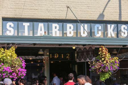 SEATTLE 21 SEPTEMBRE: 1912 Pike Place le 21 septembre 2014. Souvent désigné comme le premier magasin Starbucks, mais en fait le deuxième endroit. Le 1er magasin était à 2000 Avenue Ouest. Banque d'images - 60277086