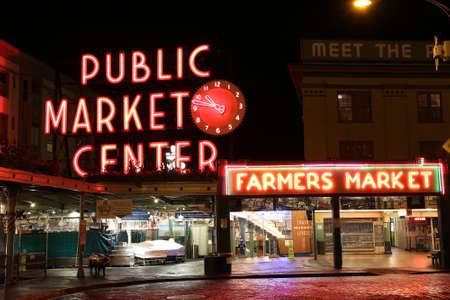 city fish market sign: Seattle, WA, USA - August 29, 2016: Seattles Pikes Market at night