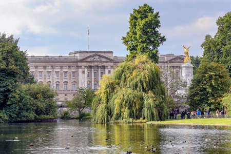 st jamess: London, LHR, UK - October 12, 2013: View of Buckingham Palace as seen from St Jamess Park Editorial