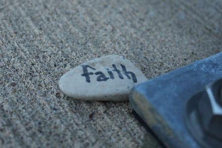 Rock with faith written on it 版權商用圖片
