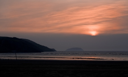 brean: Pink sunset across Weston Super Mare bay with a view of Brean Down and Steep Holm in the background Stock Photo