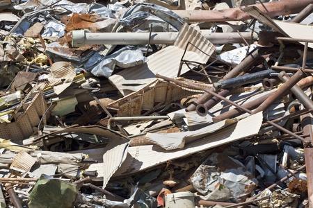 metallschrott: Haufen von Altmetall in Schrottplatz, Vollbild