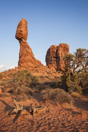 Balanced Rock, Arches National Park, Utah Stock Photo - 22081173
