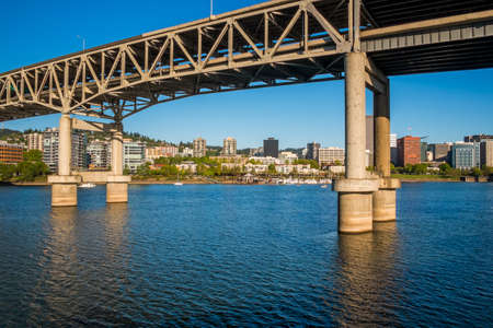 Marquam Bridge, Willamette River and Portland skyline, Portland, Oregon Stockfoto
